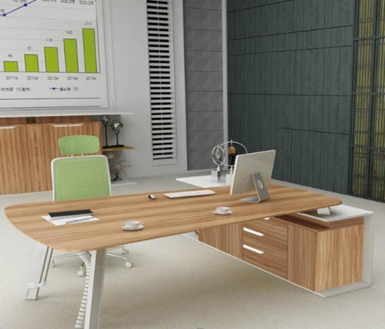 Kantor Dengan Meja Kecil